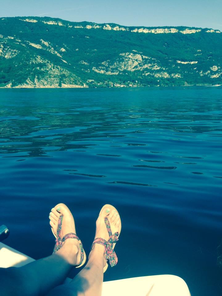 Lucie entre lac et montagne